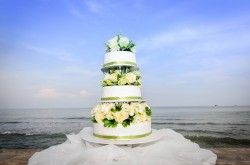 How Long Can a Wedding Cake Sit Out?