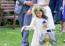 How to Make a Shy Flower Girl Feel Comfortable?