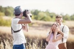 Should I Hire a Photographer to Take Engagement Pictures?