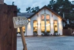 Which Vendors Are Needed for a Wedding?