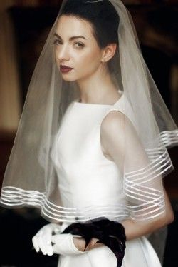 Who Is Supposed to Lift the Bride's Veil?