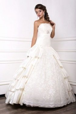 The Pros and Cons of Renting a Wedding Dress