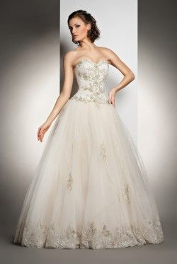 Should I Get a New or Pre-Owned Wedding Dress?